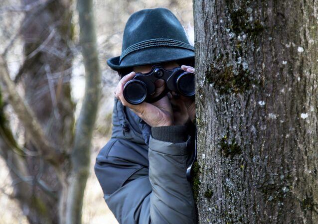Espião trabalhando (imagem referencial)