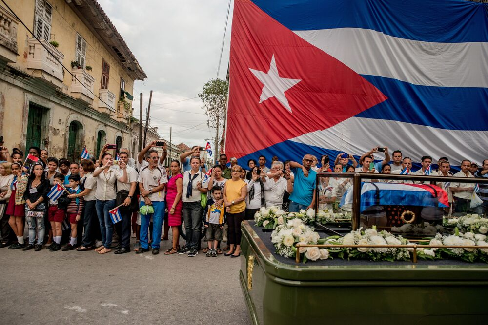 Imagem da série Cuba à Beira de Mudar mostra a cerimônia fúnebre de Fidel Castro em Santa Clara, em Cuba, que declarou 9 dias de luto após a morte do ex-comandante e revolucionário