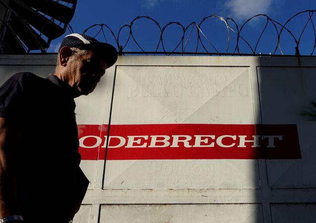 Logo da Odebrecht em obras em Caracas, Venezuela