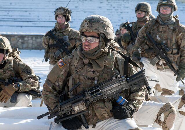 Demonstração de material militar da OTAN na Letônia