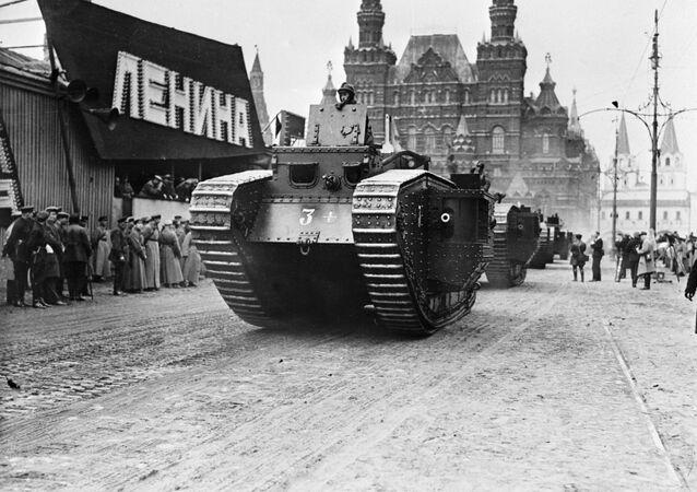 Desfile militar em Moscou em comemoração à Revolução de Fevereiro (Arquivo)