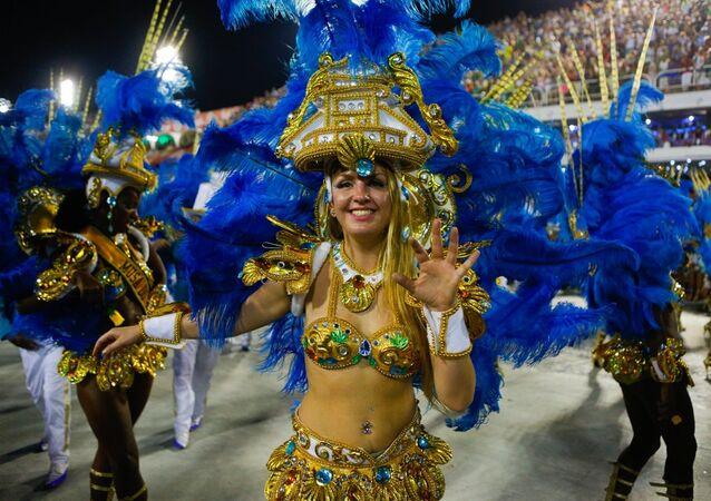Juliana Titaeva, passista da escola de samba Portela durante Carnaval de 2017