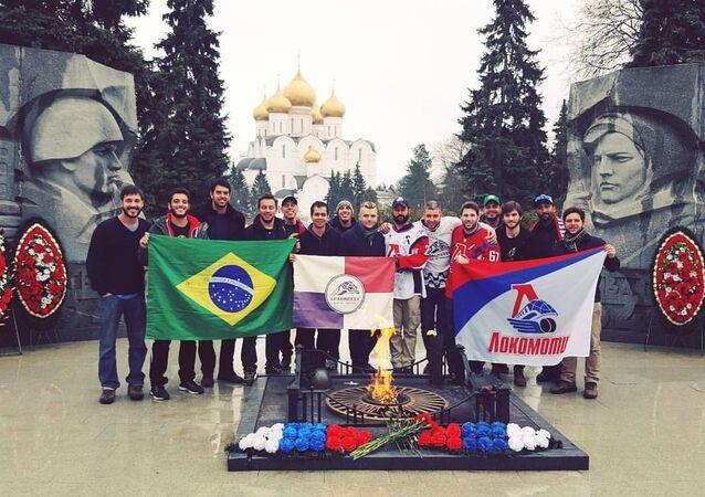 Jogadores do Lokomotiv Rio foram à Rússia a convite do fã-clube do Lokomotiv Yaroslavl