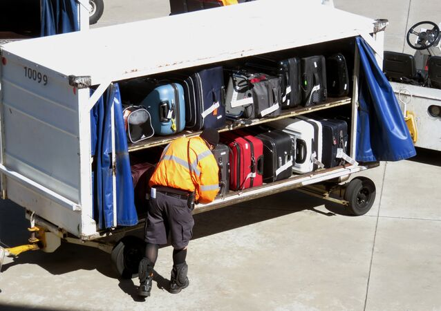 Malas são transportadas em aeroporto