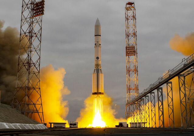 Lançamento do foguete Proton-M com satélite militar russo do cosmódromo de Baikonur, Cazaquistão (imagem ilustrativa)