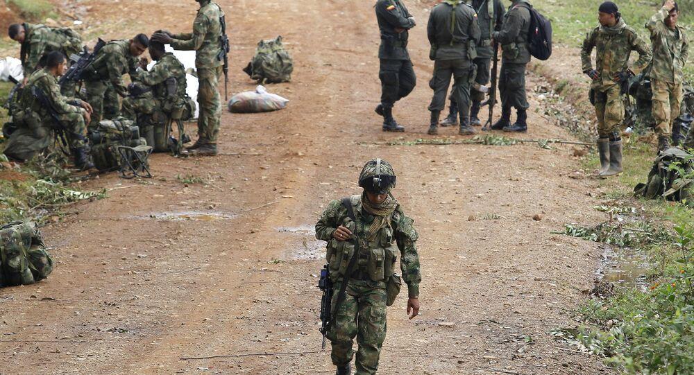 Soldados colombianos acampados perto do local do ataque das FARC contra tropas do exército, em Cauca (imagem referencial)