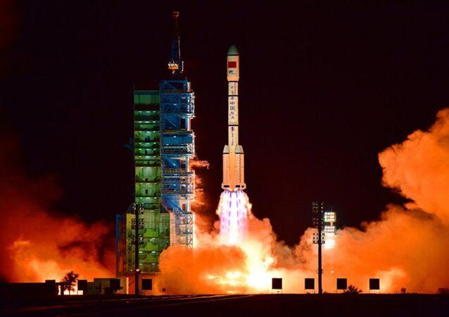 Lançamento de foguete Longa Marcha 2F do Centro de Lançamento de Satélite de Jiuquan, China, 15 de setembro de 2016