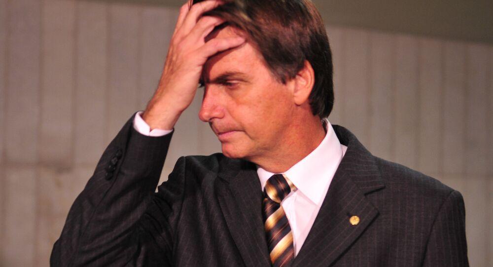 O deputado Jair Bolsonaro fala à imprensa sobre o requerimento que fez ao Conselho de Ética e Decoro Parlamentar pedindo sua convocação para prestar esclarecimentos sobre as declarações que fez em um programa de TV