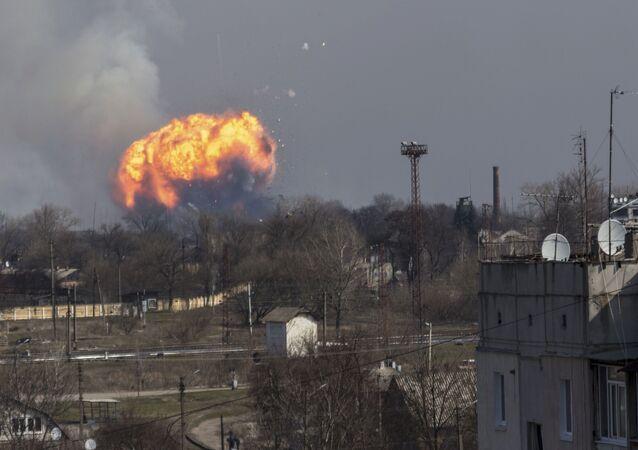 Incêndio no armazém de munições na cidade ucraniana de Balakliia que deflagrou na madrugada de 23 de março de 2017