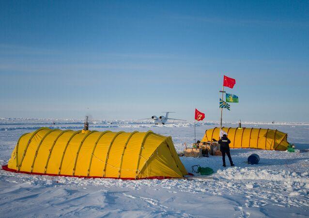 Acampamento Barneo no Ártico