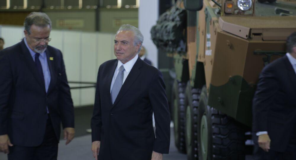 O presidente do Brasil, Michel Temer, e o ministro da Segurança Púlica, Raul Jungmann, na LAAD, maior feira de armamentos da América Latina, no Rio de Janeiro