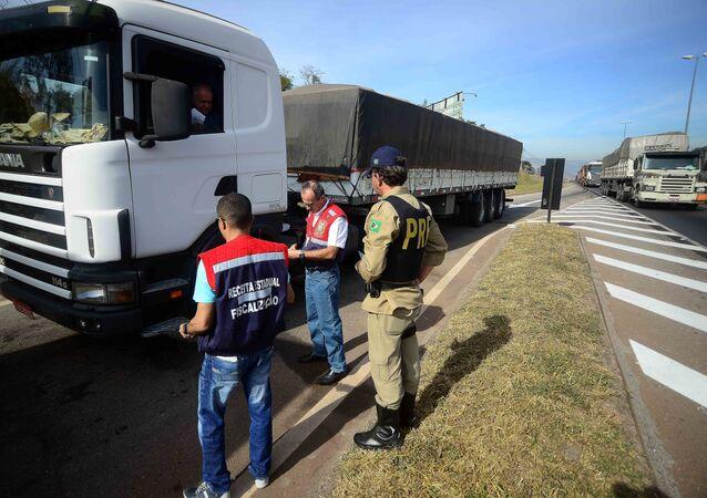 Polícia Rodoviária Federal (PRF) patrulha estrada em Minas Gerais (arquivo)