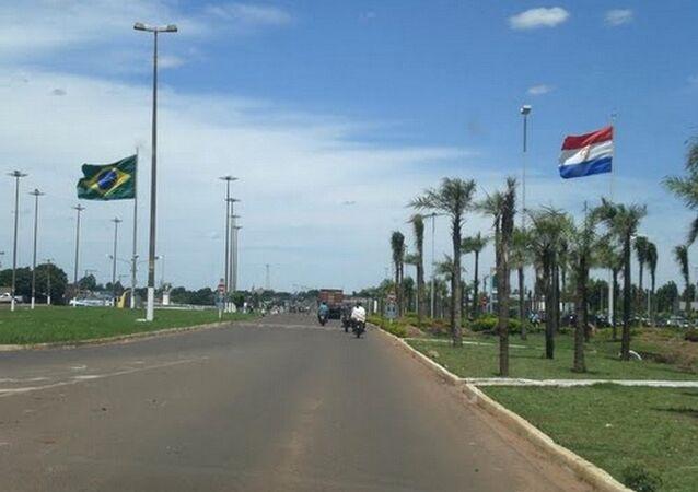 Divisa do Brasil (Esquerda - Ponta Porã) e Paraguai (direita - Pedro Juan Caballero) ponta de entrada para o tráfico de armas e drogas até o Rio de Janeiro