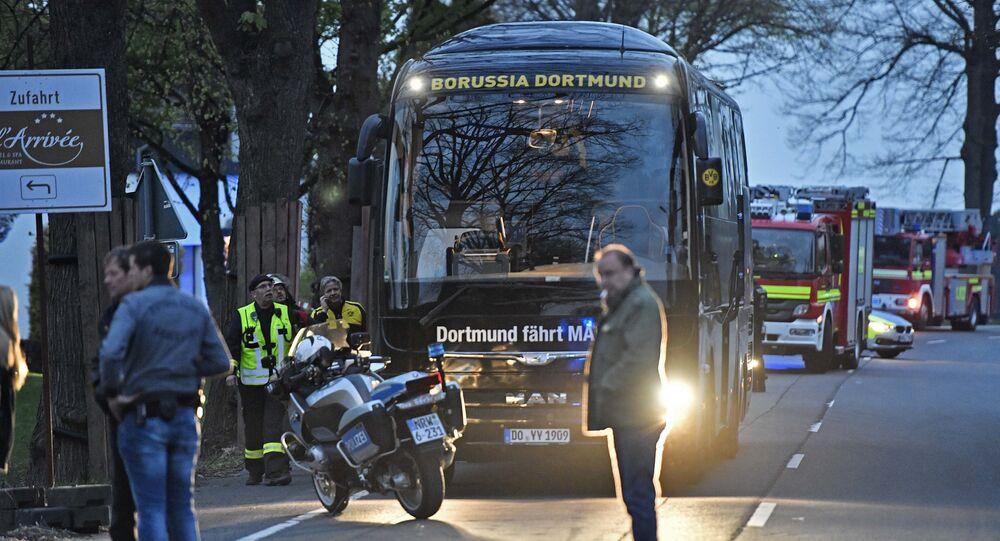 Ônibus do Borussia Dortmund atingido pela explosão, 11 de abril de 2017