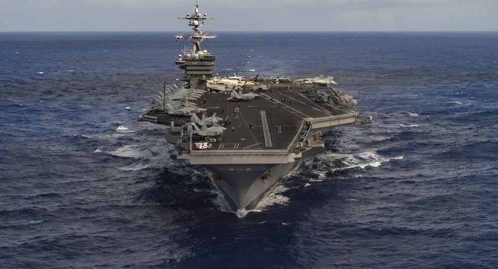 Porta-aviões dos EUA Carl Vinson no oceano pacífico, em 30 de janeiro de 2017.