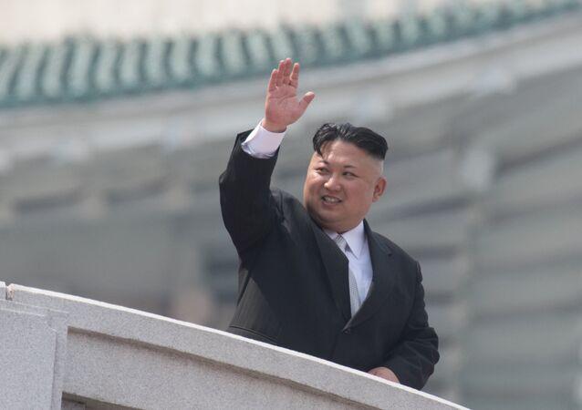 Kim Jong-un durante parada militar dedicada ao 105 aniversário do seu avô, Kim Il-sung, Pyongyang,  15 de abril de 2017
