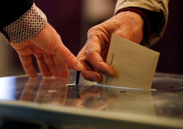 Primeiro turno das eleições presidenciais francesas, seção eleitoral na capital francesa, 23 de abril de 2017