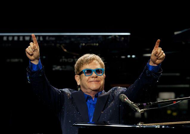 Cantor Elton John (foto de arquivo)