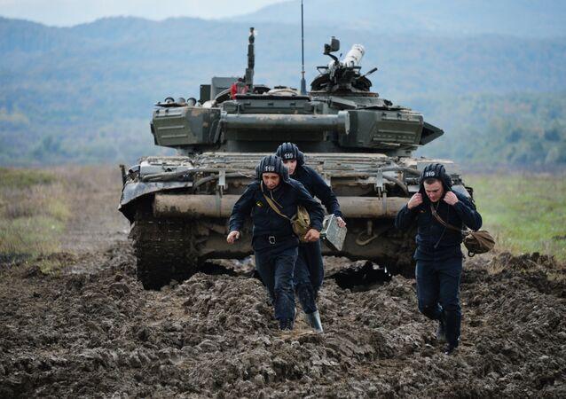 Exercícios do exército russo com tanque T-72B3