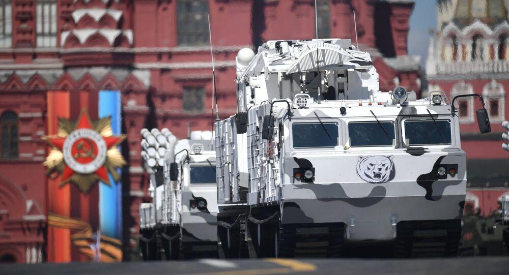 O sistema de mísseis antiaéreos Tor-M2DT durante o ensaio da Parada da Vitória