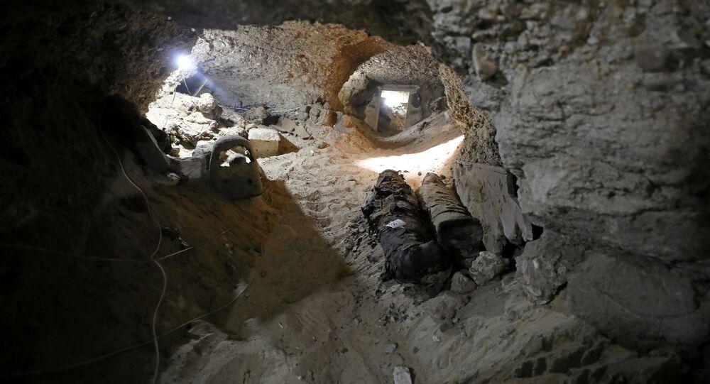 Múmias em sepultura subterrânea na província de Minya, no Egito
