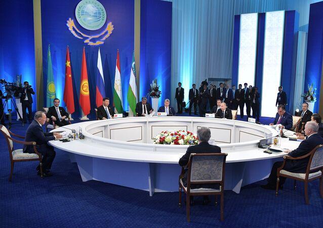 Reunião dos chefes do Estado dos países-membros da Organização para Cooperação de Xangai (OCX), em 9 de junho de 2017 na cidade de Astana