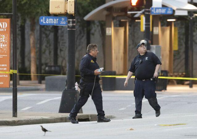 Polícia de Dallas, Texas, investigando área de tiroteio em 8 de julho de 2016 (arquivo)