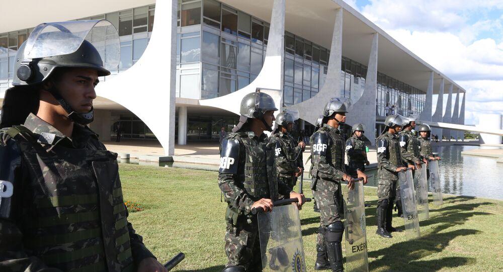 Militares do Exército fazem a segurança do Palácio do Planalto, do Palácio do Alvorada e do Palácio do Jaburu, em Brasília