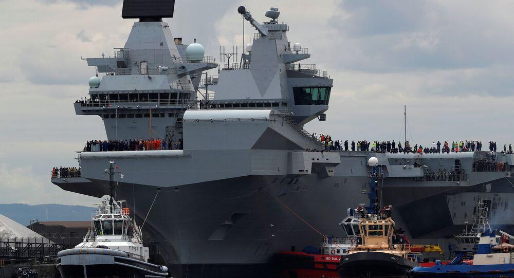 O maior navio da Marinha do Reino Unido, o porta-aviões HMS Queen Elizabeth (foto de arquivo)