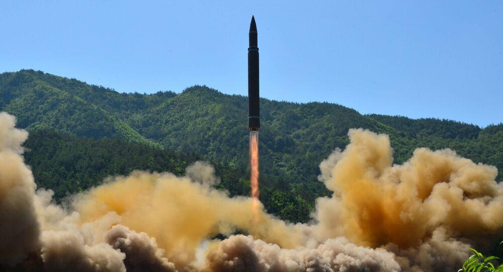 O míssil balístico intercontinental lançado pela Coreia do Norte em 4 de julho de 2017