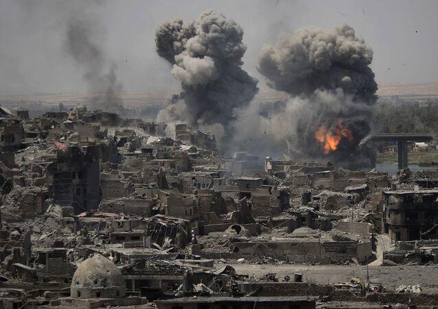 Ataque aéreo contra terroristas em Mossul, Iraque