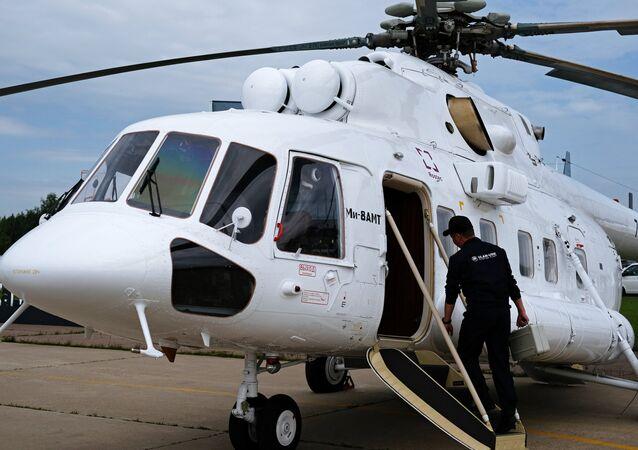 O helicóptero convertível Mi-8AMT durante o Salão Aeroespacial Internacional MAKS 2017