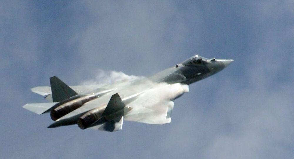Caça russo T-50 realiza voos de teste no Salão Aeroespacial Internacional MAKS 2017