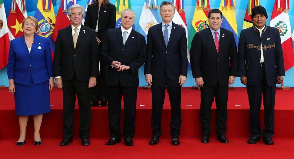 Mercosul: chefes de Estado de Chile, Uruguai, Brasil, Argentina, Paraguai e Bolívia, respectivamente.