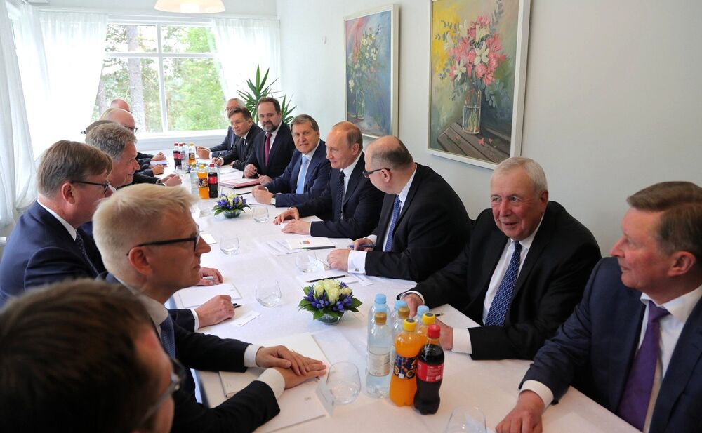 Vladimir Putin e o presidente finlandês Sauli Niinisto mantêm conversações como parte da visita do presidente russo à Finlândia.
