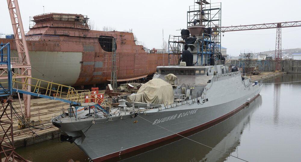 O navio de mísseis Vyshny Volochyok no estaleiro de Gorky, república de Tatarstão, Rússia