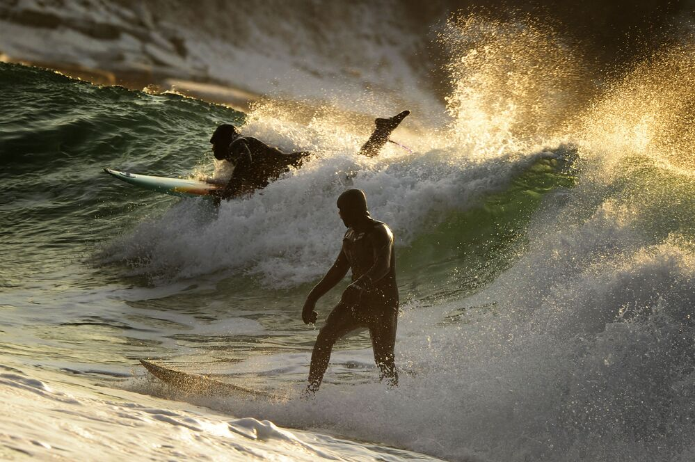 """A foto de Yuri Smityuk da série """"Surfe de Inverno nas Costas do Pacífico na Rússia"""" que ficou em terceiro lugar na nomeação """"Esporte"""""""