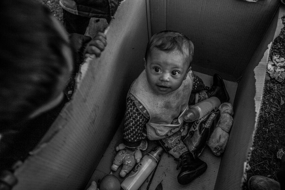 """A foto de Anna Pantelia (Grécia), que se chama """"O Sonho Europeu"""", ficou em terceiro lugar na nomeação """"Notícias Principais"""" e um prêmio especial do Comitê Internacional da Cruz Vermelha """"Por Fotografia Humanitária"""""""