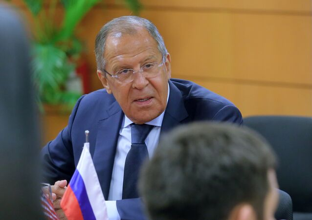 Ministro das Relações Exteriores da Rússia, Sergei Lavrov, durante reunião com o secretário de Estado dos EUA, Rex Tillerson, nas margens da cúpula da ASEAN em Manila