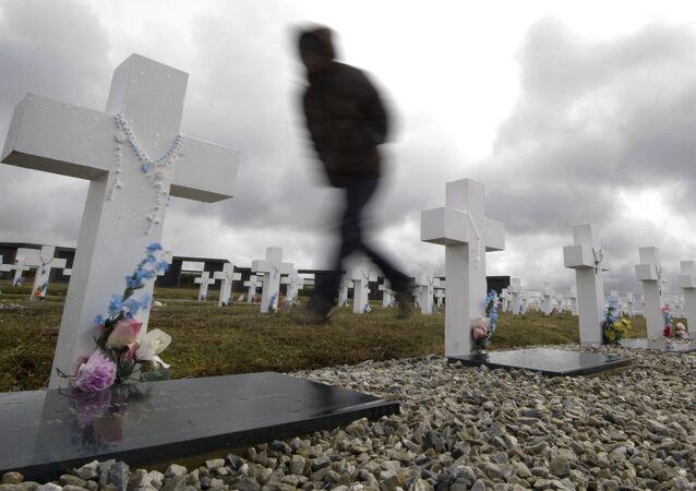 Identificação de soldados argentinos acontece 35 anos após o conflito