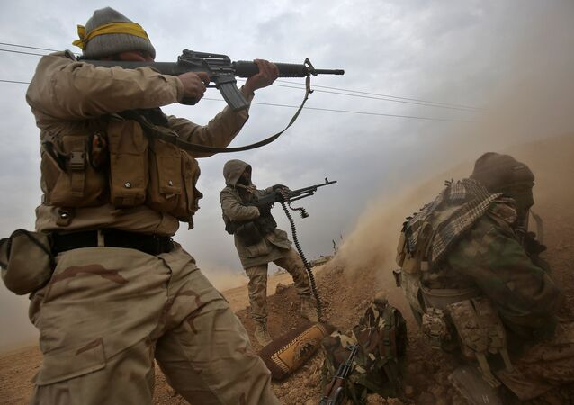 Militares da milícia iraquiana Hashd al-Shaabi lutam contra terroristas perto de Tal Afar, cidade localizada a 60 km de Mossul