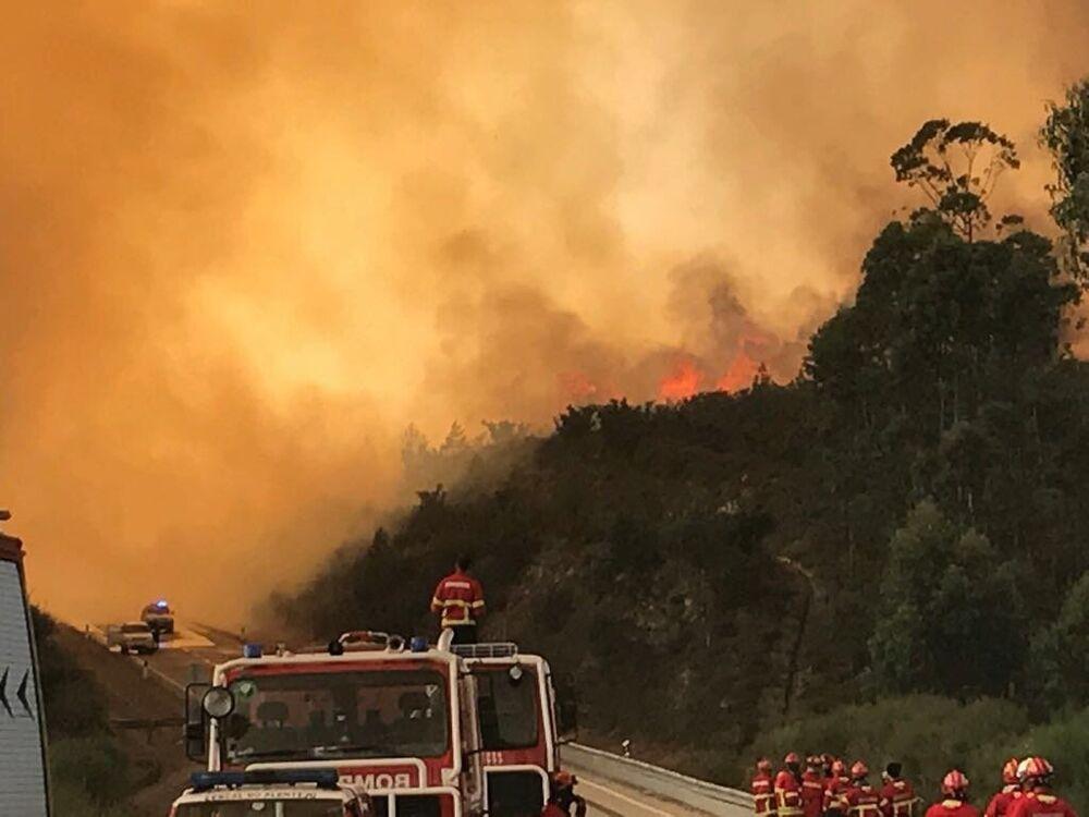 ERICAM trabalhando no fogo, na cidade de Vila de Rei, em Portugal