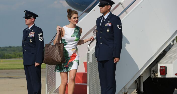 Hope Hicks, uma jovem de 28 anos, ex-modelo e velha conhecida da sua filha, Ivanka Trump.