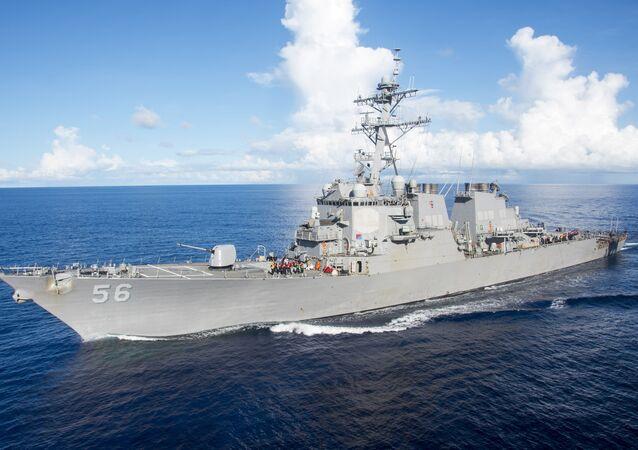 O destróier USS John S. McCain (DDG 56) da Marinha dos EUA (foto de arquivo)