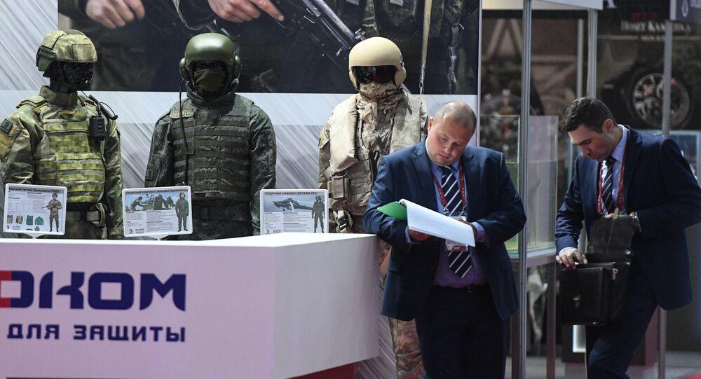 Exemplares de uniformes à prova de balas para militares no fórum técnico-militar EXÉRCITO 2017 na região de Moscou.