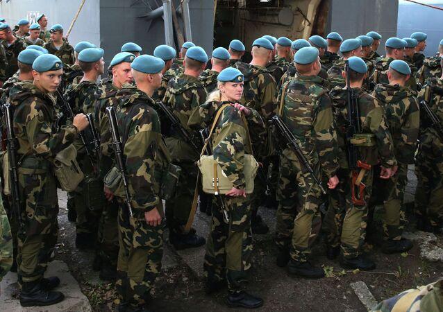 Os militares bielorrussos durante as manobras Zapad (archivo)