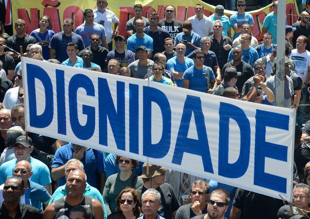 Servidores  federais e estaduais preparam manifestação em frente à Alerj no Rio
