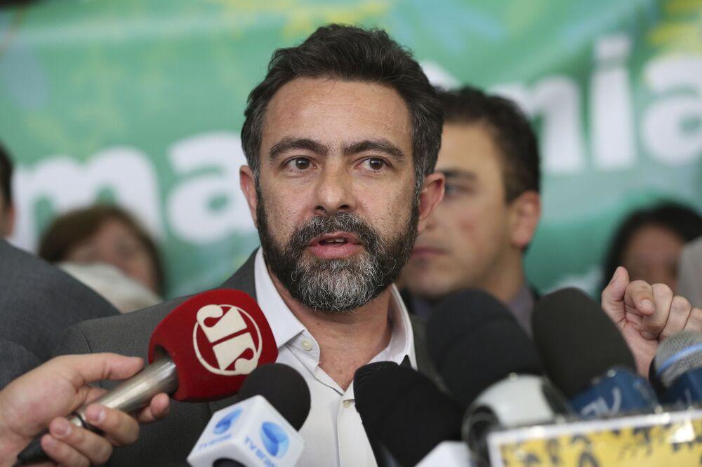 O coordenador de Campanha da Amazônia do Greenpeace Brasil, Marcio Astrini, durante ato na Câmara dos Deputados em protesto ao decreto que extinguiu a Renca.