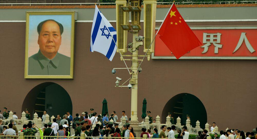 Bandeiras de Israel e China em Pequim (foto de arquivo)