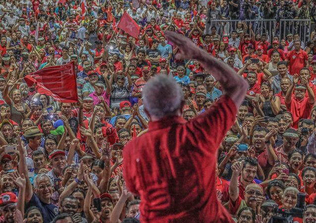 """Ato com Lula """"O Brasil não abre mão do seu futuro"""" em Teresina, Piauí"""
